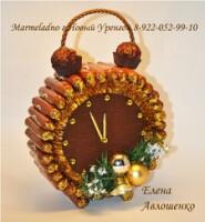 Часы из конфетами своими руками
