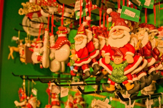 Склад Санта-Клаусов.
