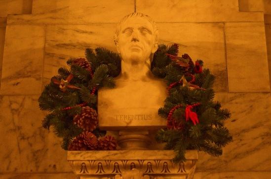 Рождество в Нью-Йорке. Украшение Публичной библиотеки.