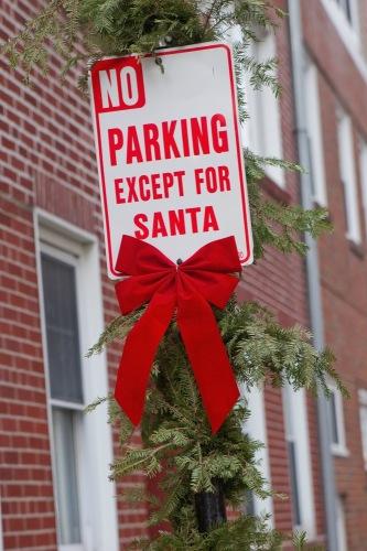 Парковка запрещена всем, кроме Санта-Клауса!