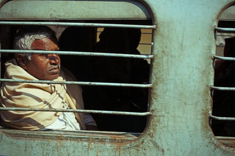 Примерно так я выглядел после путешествия по индийским железным дорогам.
