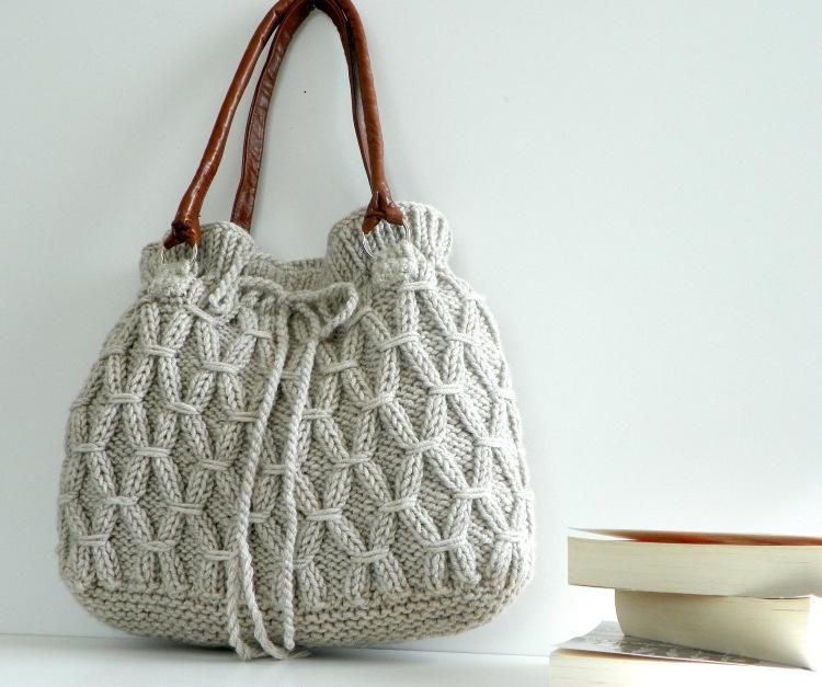 Не могут не восхищать и сумки сделанные своими руками. . Посмотрите, как разнообразны и привлекательны сумки