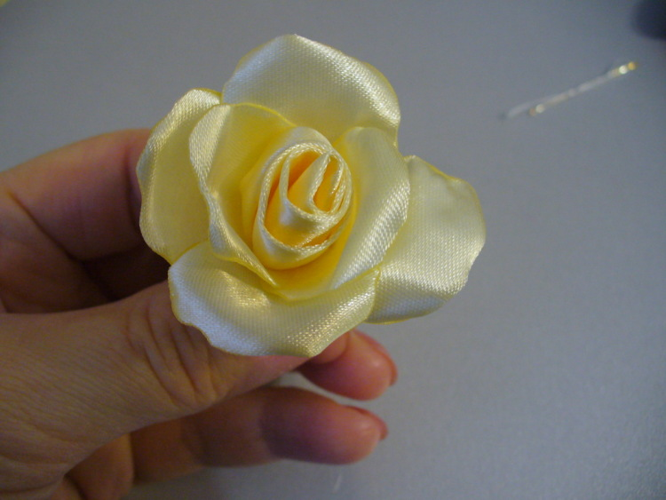 Роза из атласных лент - МК от Алёны Кеда.